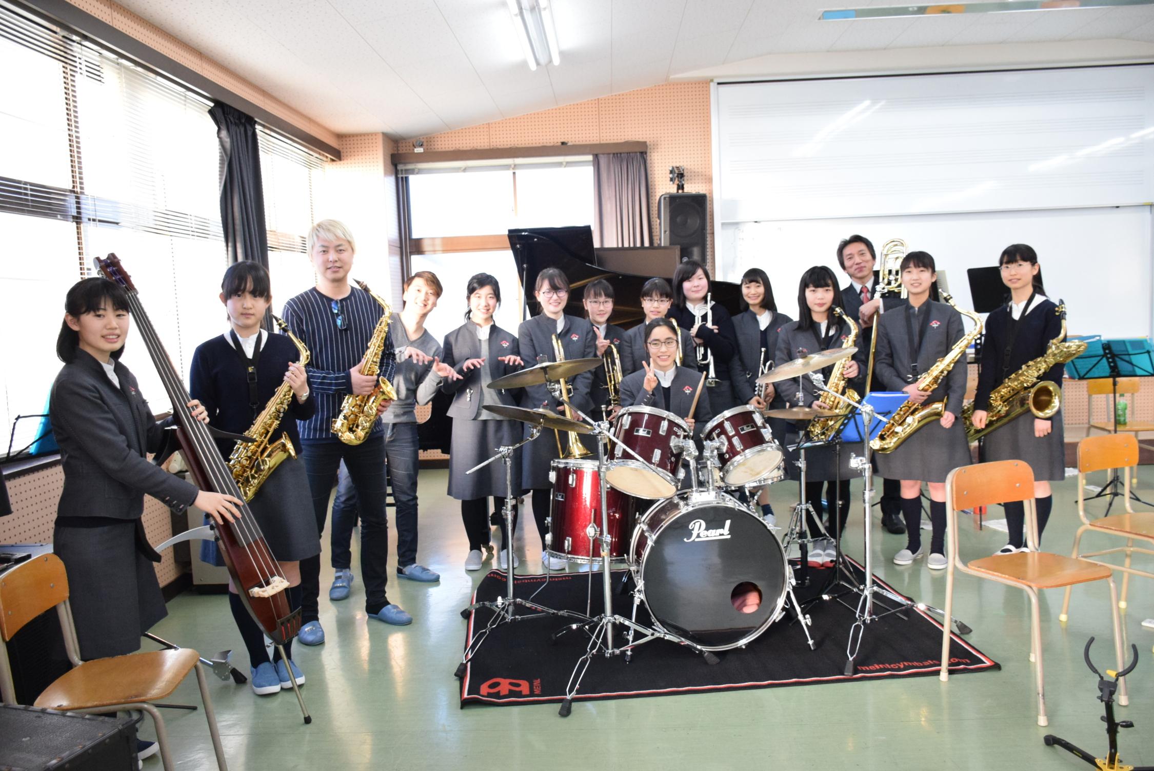 大瀬戸千嶋さんとジャズ部がリハーサルを行いました